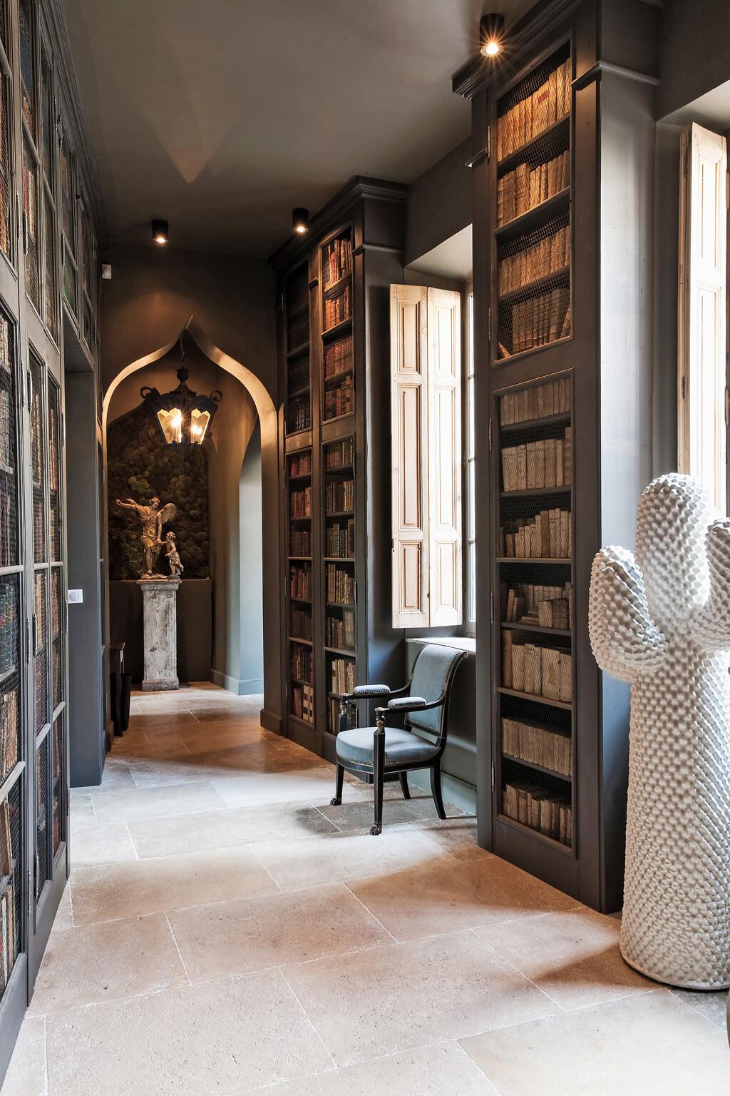 Thư viện thu nhỏ của dinh thự